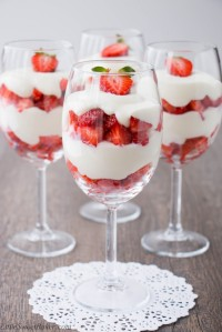 strawberry-white-chocolate-mousse-1-683x1024