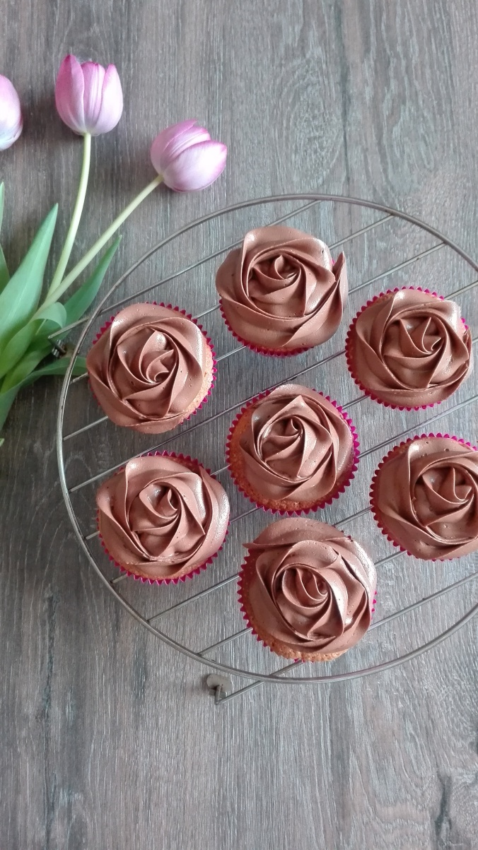 Pretty Vanilla Nutella Cupcakes