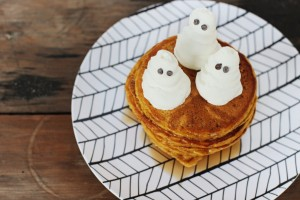 pumpkin-pancake-recipe-with-whipped-cream-ghosts-1024x683