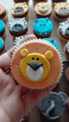 lion-cupcakes