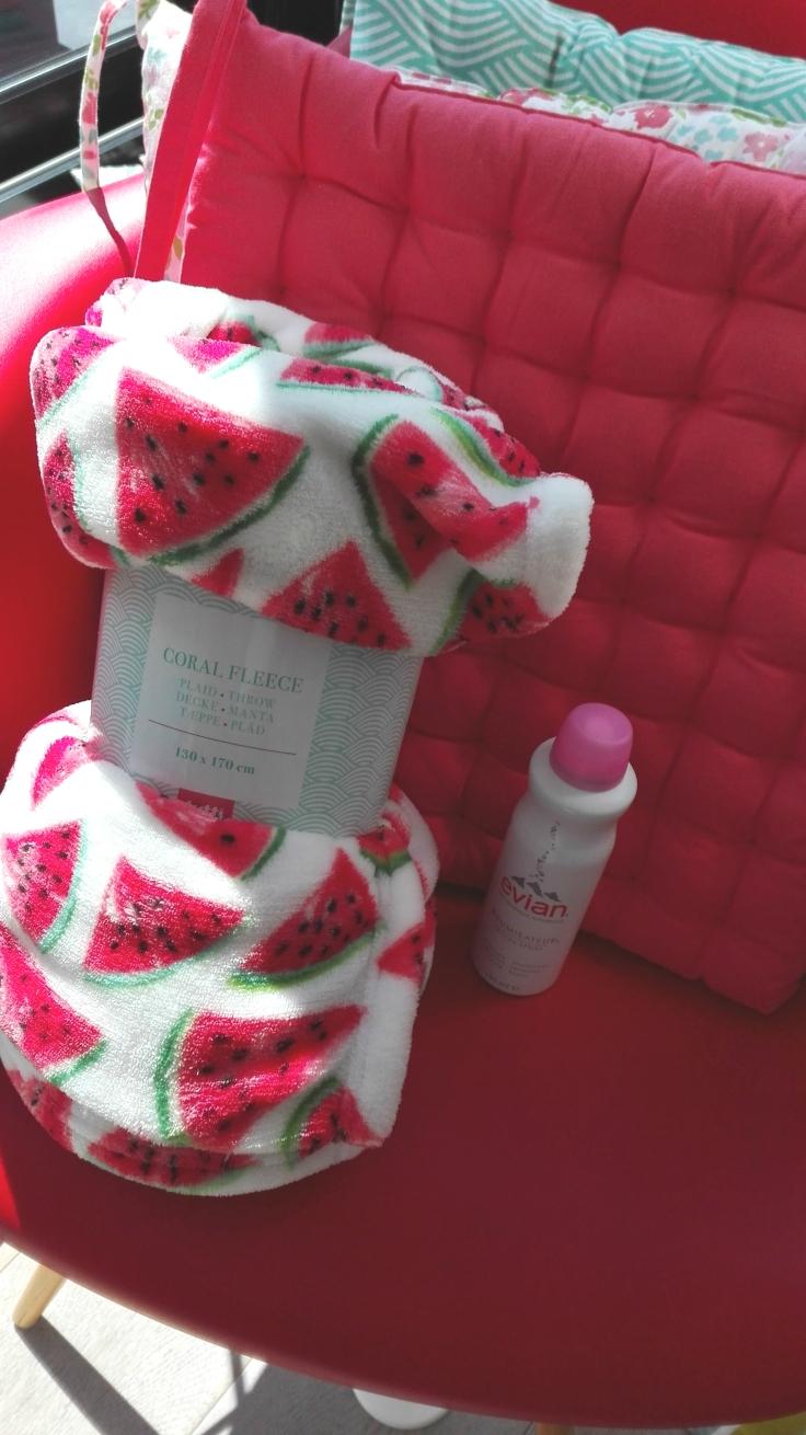 Mistral Home fluffy watermelon blanket