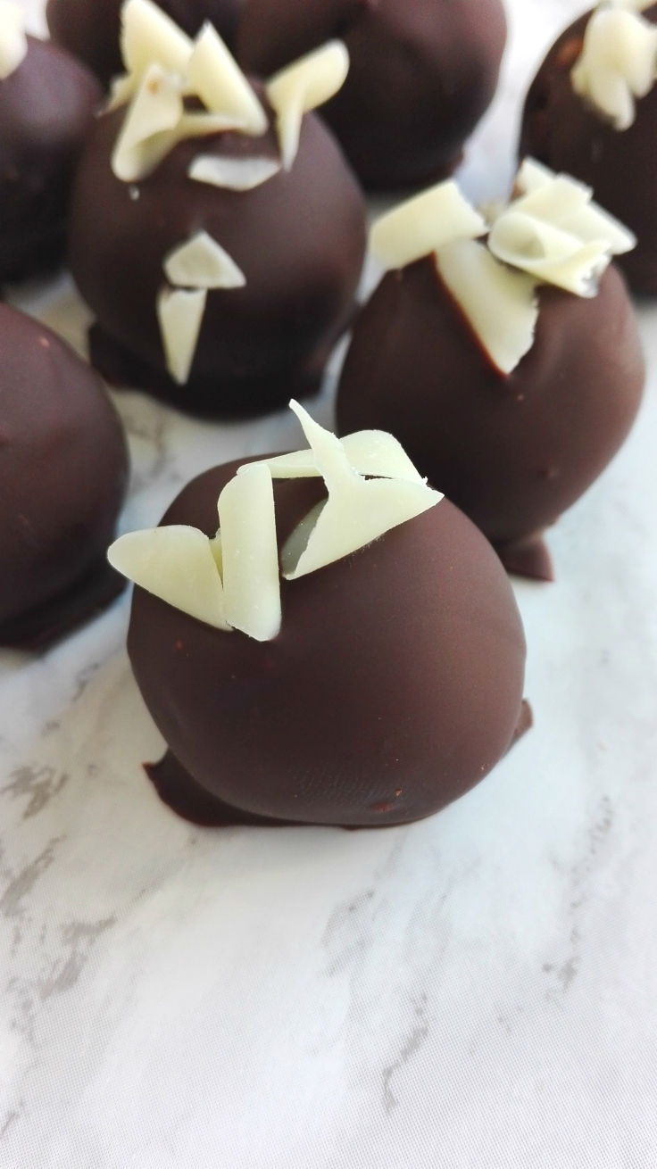 Super Easy Cookie Dough Truffles