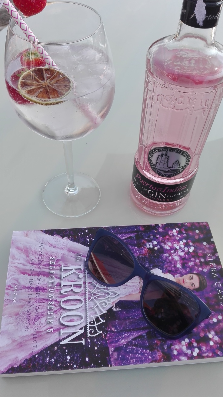 Strawberry Gin Tonic and books
